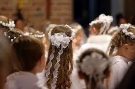 Fryzury Na Komunie Dla Dziewczynek Z Wiankiem Czy Bez Jaka Wybrac