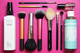 the weekend post 83 makeup brush