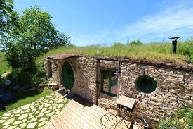 la maison troglodyte hobbit du mas de