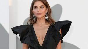 Weronika Rosati shines at the closing ceremony of the Venice Film Festival.  She was wearing Elizabeth Taylor's handbag - World Today News