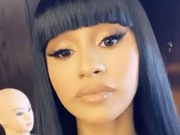 cardi b spotted w no make up ping