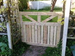 Diy Garden Fence Ideas Cheap Decoration Easy Privacy Wood Gate Wire Small How To Build Plans Sticks D Diy Garden Fence Pallet Garden Pallets Garden