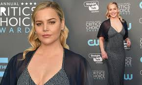 Abbie Cornish oozes glamorous in cleavage-baring gown | Daily Mail Online