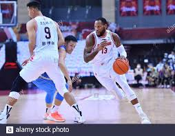 200808) -- QINGDAO, Aug. 8, 2020 (Xinhua) -- Sonny Weems (R) of Guangdong  Southern Tigers breaks through during the semifinal match between Guangdong  Southern Tigers and Beijing Ducks at the 2019-2020 Chinese