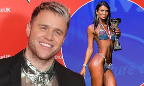 Olly Murs goes official with body ...