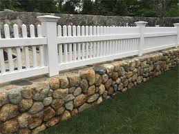 2 Solid Stain White Cape Cod Fence On A Garden Wall House Exterior Home Landscaping Stone Exterior Houses