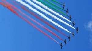 Le Frecce tricolori sorvolano Napoli per la festa della Repubblica ...