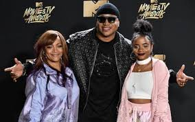 Simone Smith, LL Cool J & Nina Simone Smith arrive at the MTV ...