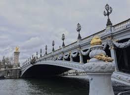 https://img.aws.la-croix.com/2019/12/14/1201066437/Alexandre-III-lesplanade-Invalides-Petit-Grand-Palais_2_730_533.jpg