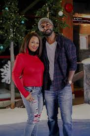 Kim Fields and Adrian Holmes 'Light Up Christmas' in Lifetime ...