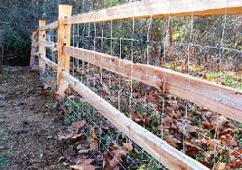 3 Hole Split Rail Fence With Hog Wire Attached Cedar Split Rail Fence Rail Fence Split Rail Fence