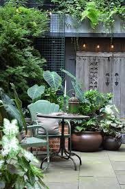 tiny courtyard with these clever solutions