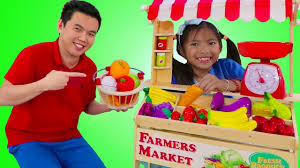 Wendy Pretend Play with Farmers Market Food Stand Toy Selling Fruits &  Veggies - YouTube