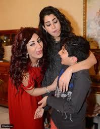 صور وفاء وأيتن عامر تقومان بحركات مضحكة في سهرة عيد الحب ليالينا