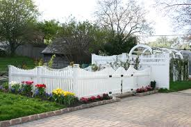 8 Reasons For The Recent High Demand For Vinyl Fences