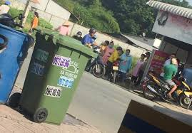 Thương tâm bé trai sơ sinh bị bỏ rơi trong thùng rác ven đường, đã tử vong  khi được phát hiện