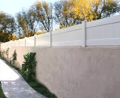 Privacy Extension On Stucco Fence Fence Wall Wall Exterior Privacy Walls Fence Toppers