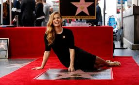 amy adams makes her arrival on