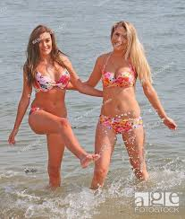Dancers Rebecca Batchelor, 18, from Essex and Sophie-May Lambert, 20, Stock  Photo, Picture And Rights Managed Image. Pic. WEN-WENN21364079    agefotostock