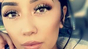 how to apply false lashes without