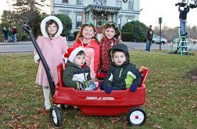 PICTURE THIS! Making merry on Main Street at 2011 Holiday Walk - News -  Wicked Local Middleton - Middleton, MA