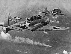 Ficheiro:SBD-3 Dauntless bombers of VS-8 over the burning Japanese ...