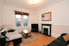 2 bedroom flat in main street