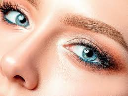 makeup technique to lift droopy eyes