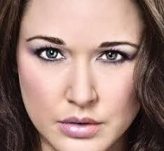 apply digital eye make up in photo