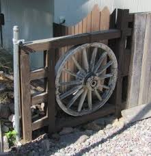 Creative Fence Design Diy Ideas For Your Own Front Yard Part 3 With Images Fence Design Wagon Wheel Modern Fence