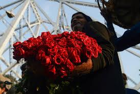 ورود وقلوب حمراء الهند ولبنان أولى الدول استعدادا لعيد الحب