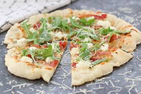homemade arugula and prosciutto pizza