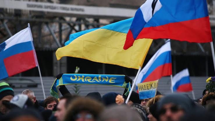 รัสเซีย และยูเครน มีปัญหาขัดแย้งกันจากกรณีพิพาทดินแดนไครเมีย