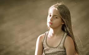 ايجى صور خلفية طفلة حزينة بجودة عالية للشاشات الكبيرة