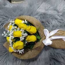 Rafeef Flowers باقة ورد شبه طبيعي باللون الاصفر أصفر Facebook
