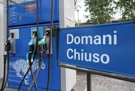 Chiudono i benzinai in Italia - NotizieOra