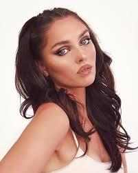 modern foxy eye supermodel makeup on