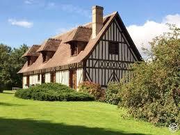 maison de style normand avec piscine