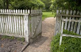A Wooden Picket Fence Clippix Etc Educational Photos For Students And Teachers Backyard Fences Easy Fence Modern Fence