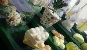 Com produção de sabonetes artesanais e difusores de ambiente ...