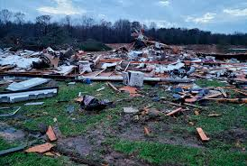 10 in storm as tornadoes and