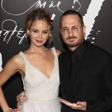 PHOTOS – Jennifer Lawrence pose avec son amoureux, Darren ...