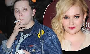 Dirty Dancing's Abigail Breslin and Sarah Hyland enjoy night out ...