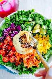 rainbow salad with hummus balsamic