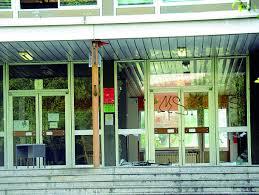 Scuola chiusa per l'amianto Ora è la «casa» dei vandali - Corriere.it