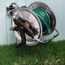 180Ëš swinging wall mounted hose reel