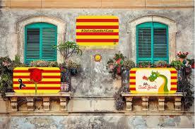 Celebrem Sant Jordi guarnint els nostres balcons i recordant els ...
