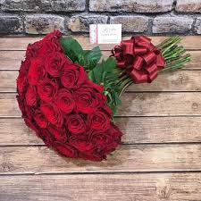 اكبر بوكيه ورد احمر فى العالم ورد احمر رائع احضان الحب