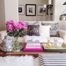 11 worthy coffee table decor