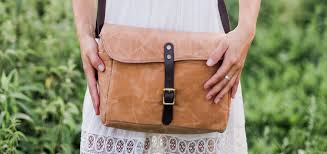 how to clean a leather handbag a1